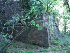 Corviano mura etrusche incorporate nel castello