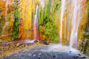 http://www.shutterstock.com/es/pic-287448200/stock-photo-cascade-of-colors-caldera-de-taburiente-la-palma-spain.html?src=5Fr9CwT8n6-7HPHBnkQ9-g-1-1